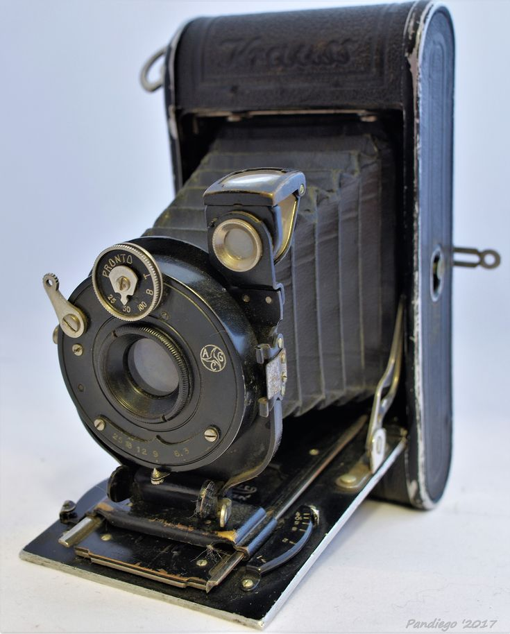 Krauss Rollette (c1925-1931) - 5x7.5cm exposures on rollfilm, folding camera (leather covered) with radial focusing (c1928 model)