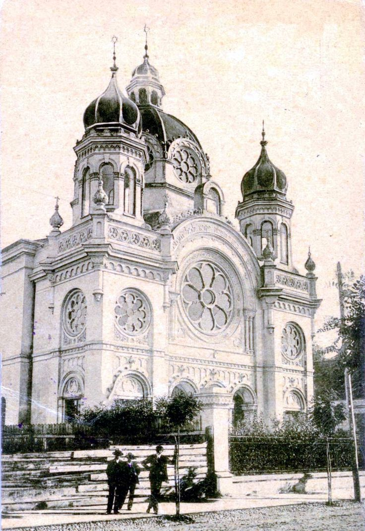 Marosvásárhely Status Quo Ante Synagogue (Târgu Mureș, Romania) was a town in Maros-Torda county of the Austro-Hungarian Dual Monarchy.   By 1900, there were 1,658 Jews that grew to 5693 Jews by 1940.  Between May and June 1944, about 7,700 Jews were deported from the town and surrounding areas.  2,800 returned after the War.  A small orthodox congregation still meets in town.  The 1898-99 built edifice designed by Jacob Gartner is vacant.