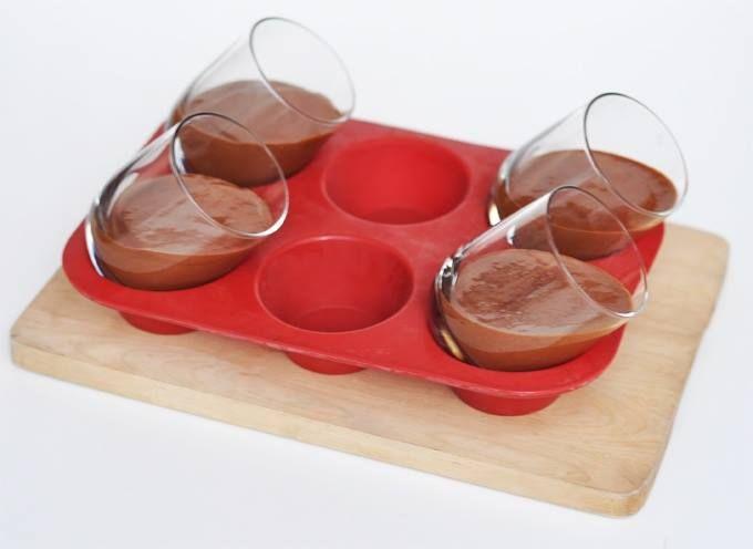 Astuce pour faire des verrines de mousse aux 2 chocolats.