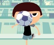 Cu mingea de fotbal te vei antrena pentru a deveni un bun fotbalist.Este nevoie de precizie si indemanare pentru ca mingea de fotbal sa intri in cosul de gunoi care este amplasat la distanta de locul unde vei jongla mingea cu capul.Tunul de mingea va trimite acele mingi spre Familia fotbalista iar tu il vei ajuta sa duca acele mingi spre cos fara a le scapa pe jos.Odata ce mingea va ajunge la cos vei primi punctaj iar tehnica acestei familii se va inbunatati.