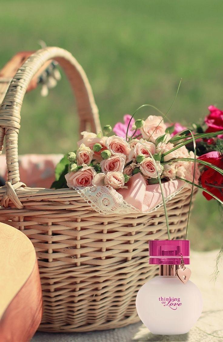Sabe aquela mulher por quem você tem um carinho especial? Sesja sua mãe, sua melhor amiga ou sua namorada, que tal expressar esse sentimento presenteando com a fragrância  Thinking of Love™ ? http://bit.ly/1BDmh7B