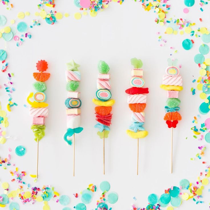 We did all the work so you don't have to! 7 tips on how to make *PERFECT* candy kebabs on ohhappyday.com today!