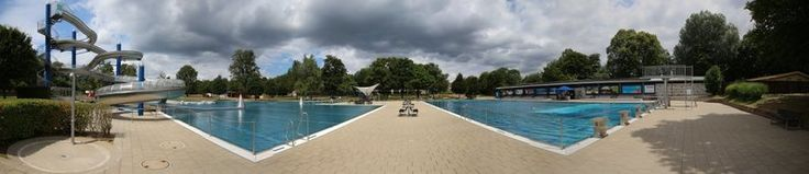 Im Stuttgarter #Freibad #Rosental im Stadtteil Vaihingen sorgt eine über 100 Meter lange Riesenrutsche für Rutschvergnügen. Auch die Beckenlandschaft des Sommerbades kann sich sehen lassen. In unserem Bericht stellen wir euch die Anlage vor. Was haltet ihr von dem Freibad? http://lnk.al/106W