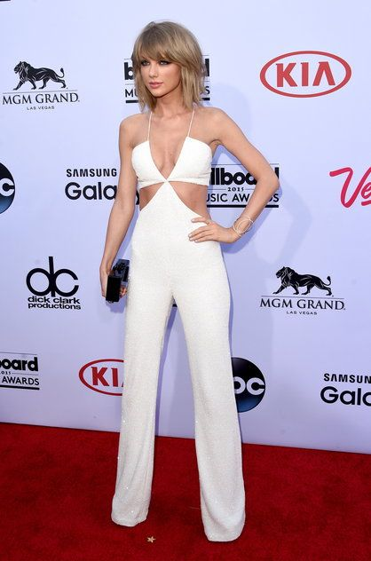 Taylor Swift w kombinezonie Balmain   #kombinezon #TylorSwift #Balmain #moda #fashion #vumag