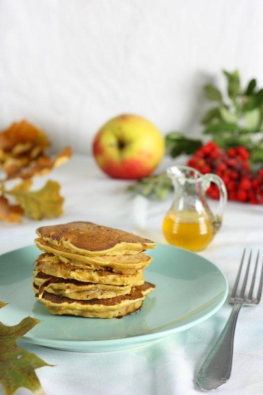 Pumpkin pancakes with apples