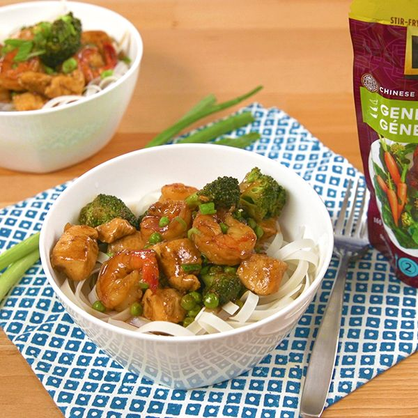 Chauffer l'huile dans une poêle profonde ou un wok à feu moyen-vif. Faire revenir le poulet, le brocoli et l'oignon environ 4 minutes ou jusqu'à ce que le poulet soit doré. Ajouter les crevettes et cuire environ 2 minutes ou jusqu'à ce qu'elles soient colorées. Incorporer la sauce et les petits pois. Cuire, en remuant, … Continue reading Sauté de crevettes et de poulet avec nouilles de riz →