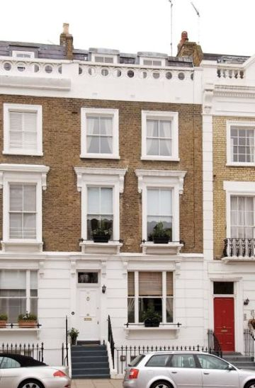 12 Fitzroy Road, Primrose Hill, .London is the former home of author H.G.Wells, and thought to be the place where he at least started work on War of the Worlds (remember the references to the area?)