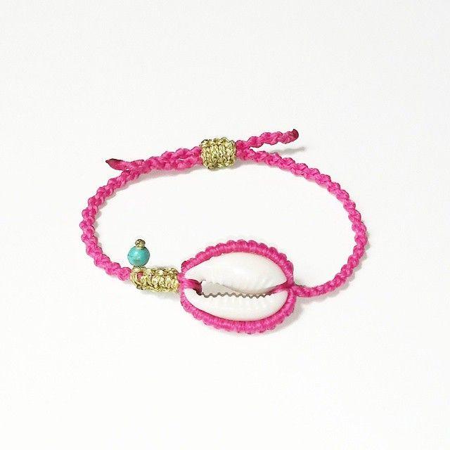 #boho #bracelet #bohemian #bohochic #hippie #summer #semiprecious #seashell #cowrie #howlite #macrame #bohogirl #fashion #sun #armcandy #armparty #instasummer #instajewelry #jamjar_gr #mast_stamopouloumaria #esopou #handmade #greekdesigner available at @jamjar_gr