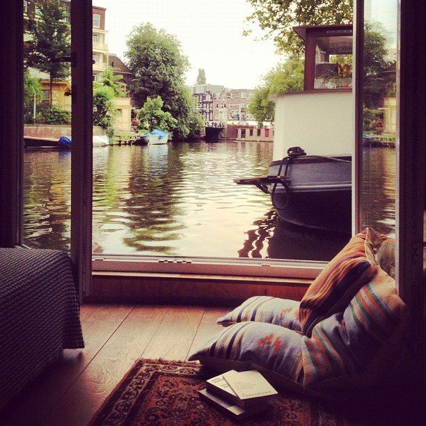 Definitely have to take a vacation and live in one of these during my stay.../Houseboats. Typically Dutch.