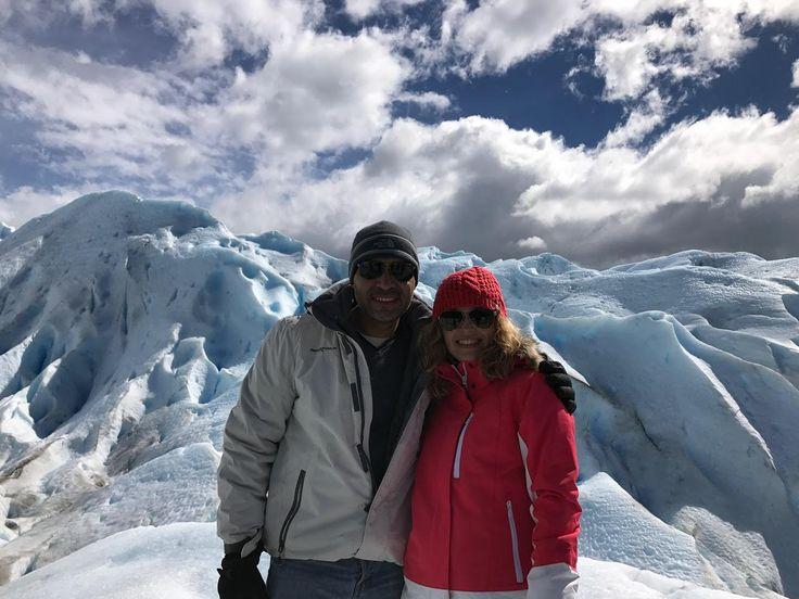 Araceli Olvera y Carlos Meza, de México, entretenidísimos en un mini #trekking sobre el glaciar Perito Moreno, en Calafate, #Patagonia Argentina. #viajeros #felices #happy #travelers #viaje #viajando #Sudamerica #vacaciones #felicidad #travel #enjoy #traveling #Southamerica #smile #honeymoon #viajedenovios #Calafate #glaciares #fjords #glaciers #Patagonia #PeritoMoreno
