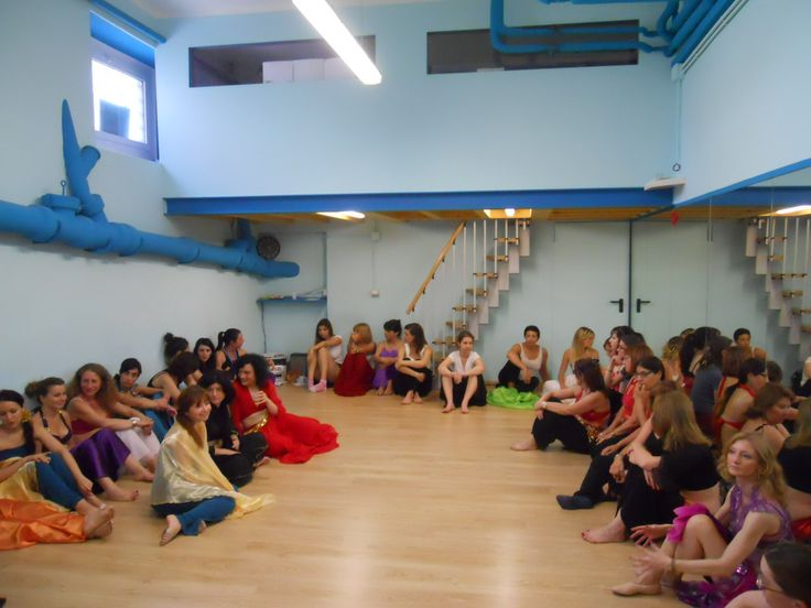 tutte le ballerine riunite a Spazio Aries per le prove dello #spettacolo di fine anno! #solstiziourbano #martinitt #teatro #saggio http://www.spazioaries.it/Upload/Modules/Gallery_Photos.php?album=39