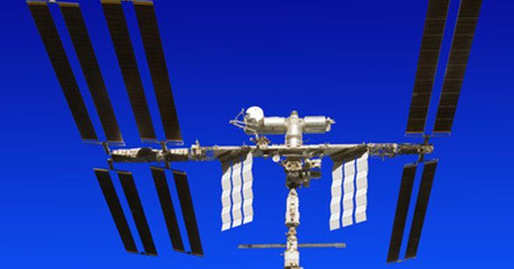 """Cómo convertir tu PC en una TV satelital. Convertir tu PC en una TV satelital es un proceso relativamente sencillo. Sin embargo, dependiendo del equipo que utilizas, puede que tengas que hacer cierta cirugía en tu computadora con el fin de hacer que reciba las señales de televisión por satélite. Pero no te preocupes, este es el tipo de """"cirugía"""" que prácticamente cualquier persona puede ..."""