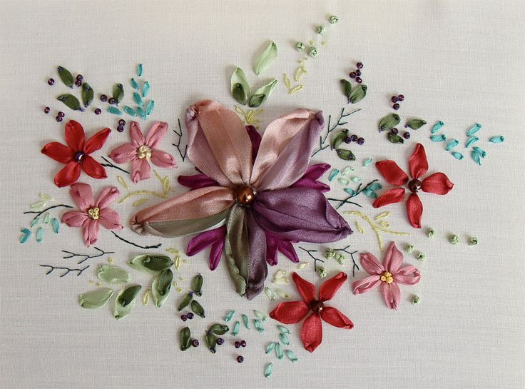 Free ribbon embroidery pattern for beginners, designed by Tatiana Popova of Kiev, Ukraine. Embroidered in natural silk ribbon.