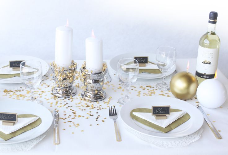 gold and white table cover