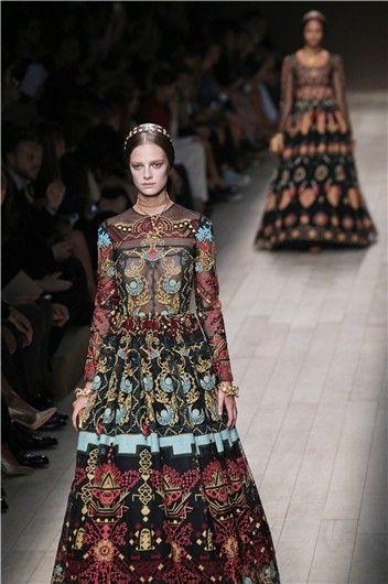 La primavera-verano 2014 medieval de Valentino en la Semana de la Moda de París