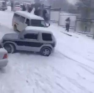 carambolages sur neige ou ballet russe automobile? [video] - https://www.2tout2rien.fr/carambolages-sur-neige-ou-ballet-russe-automobile-video/