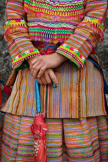 Traditional Flower Hmong clothing - Bac Ha market, Vietnam | Flickr - Photo Sharing!
