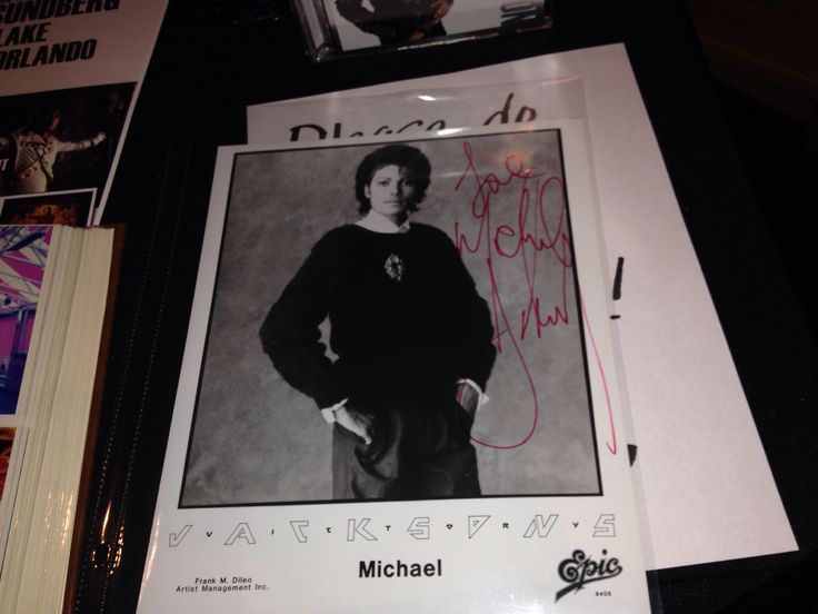 ORLANDO, Sept 6th -- Exclusive to the Orlando location seminars, Brad's private memorabilia. Hand written song lyrics, photos from Neverland and the studio, and other special items. www.inthestudiowithmj.com #inthestudiowithmj #orlando #michaeljackson #musicmemorabilia