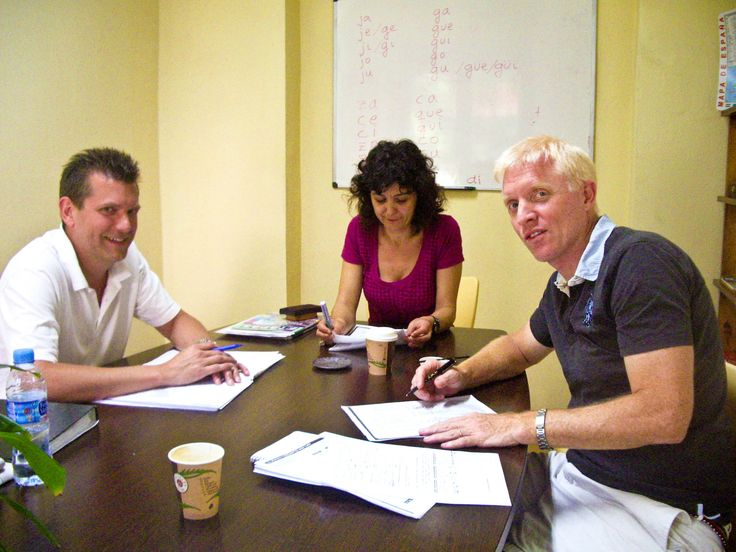 Intensive Spanish Courses for adults to learn Spanish in small groups with a maximum of 7 students per class.    Intensive Spanish courses in Alicante or Vitoria with 4 Intensive Spanish lessons per day is the Intensive Spanish Immersion Program most frequently selected by adult students, either in Alicante and Vitoria.