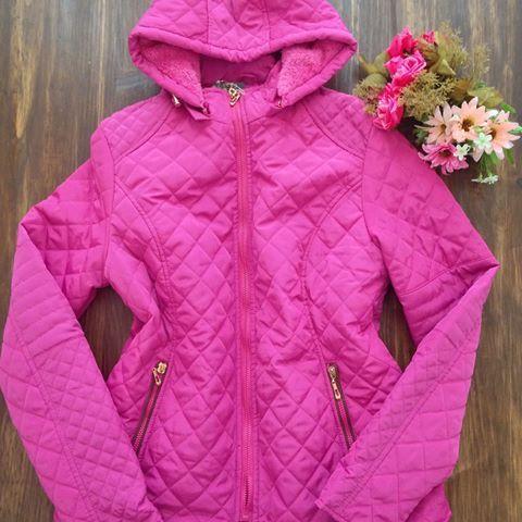 Essa jaqueta super  quentinha e linda está por 149,99 😱😱😱!!! Eu quero 🙋🙋!!! Whats(55)97030376. Tele-vendas(55)3333-3976.…