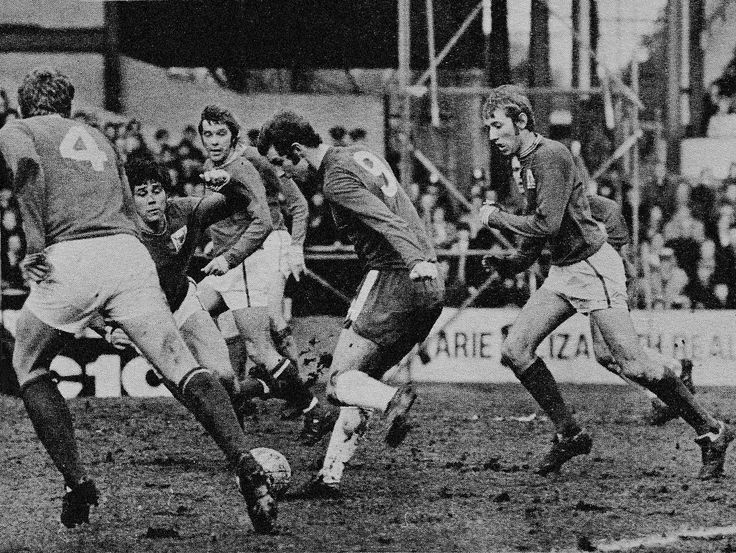 17th February 1971. Chelsea forward Peter Osgood dribbling his was past four hapless Nottingham Forest defenders.