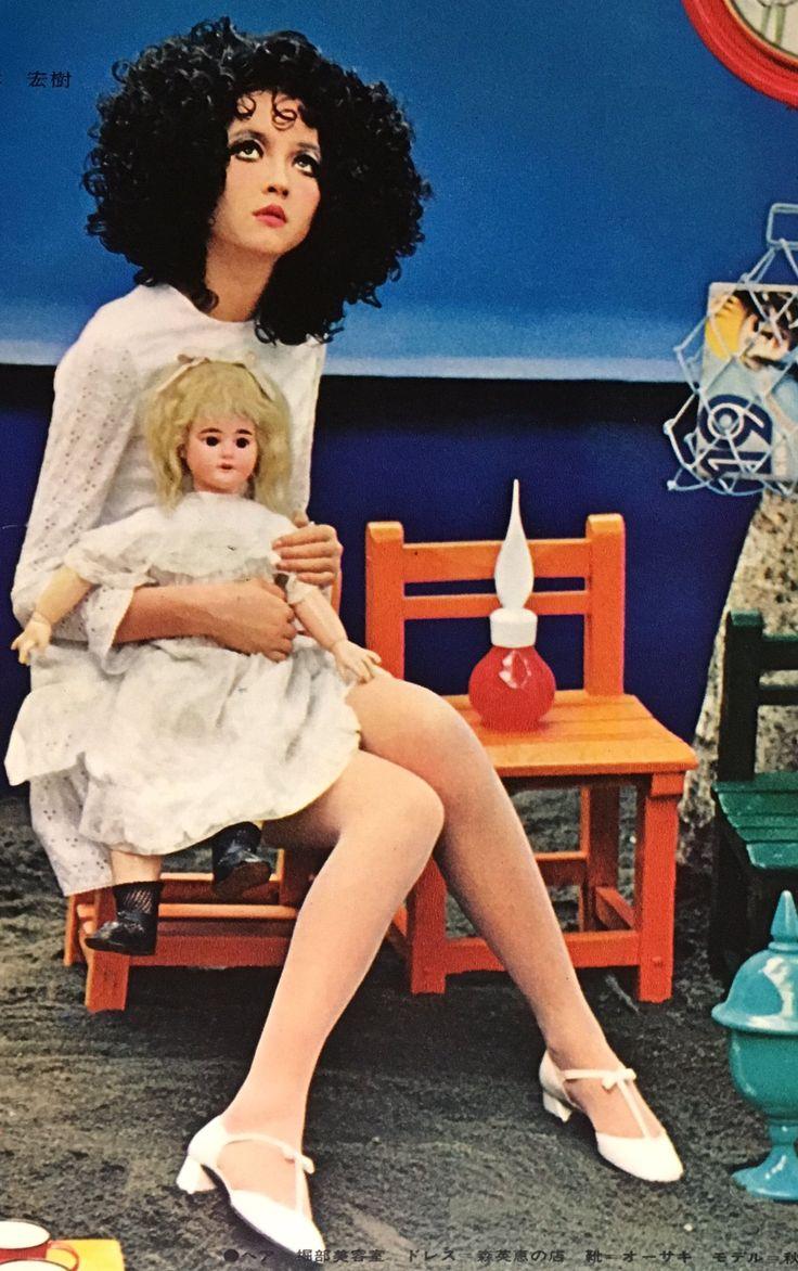 1968' ルネのブティック    内藤ルネ    model_秋川リサ    photographer_林宏樹    ポップなルネカラーの世界。  リサさんのファション最高にキュート! pic.twitter.com/GBAgEtdhlU