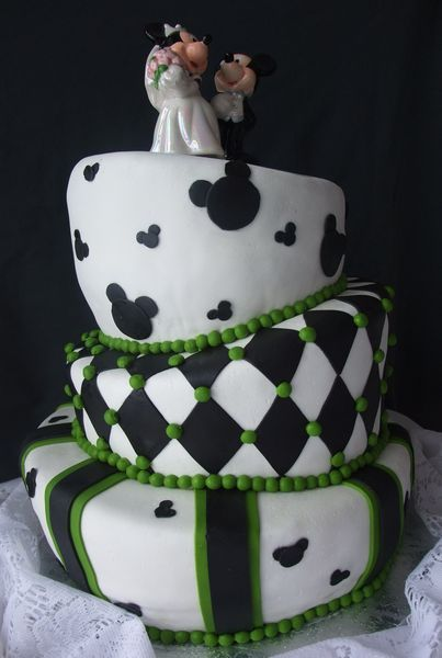 mickey 39 s parade this madhatter cake has been finished in. Black Bedroom Furniture Sets. Home Design Ideas