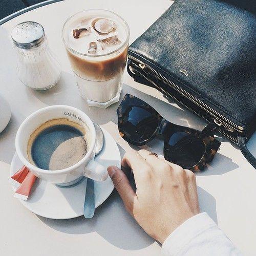 Solo café jaunt