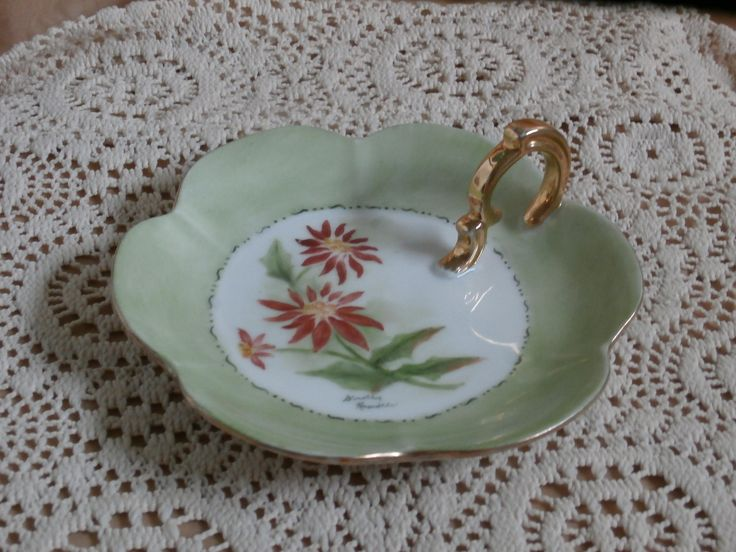 Christmas Poinsettia Flowers Handpainted Candle Dish, Finger Plate, Pretty Vintage http://etsy.me/2oHjRqM #candles #holder #christmas #green #red #entryway #candleholder #candlelholder #teamwwes