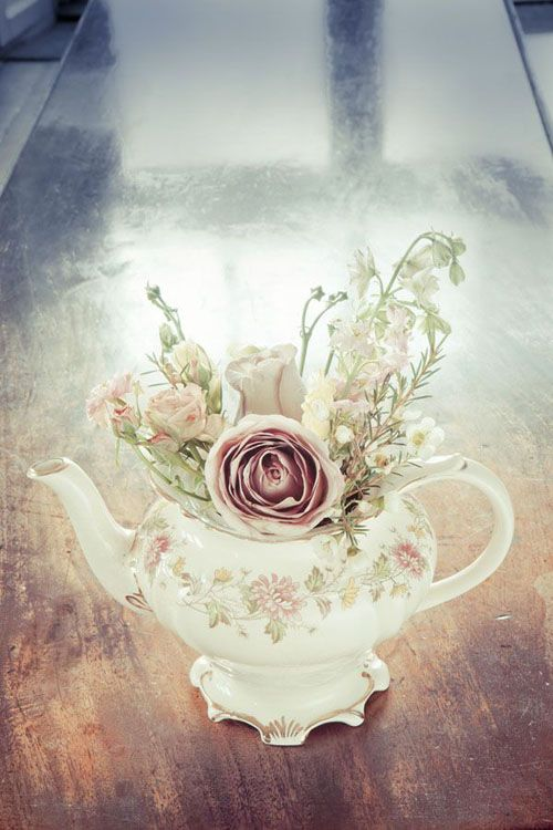 Photo by In Love Photography | Flowers by Sweet Pea Design| via Style Me Pretty