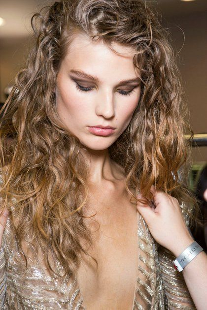 Όλα τα εργαλεία για να γίνετε μάστερ στο contouring & το strobing | ομορφια , μακιγιάζ , news & trends | ELLE