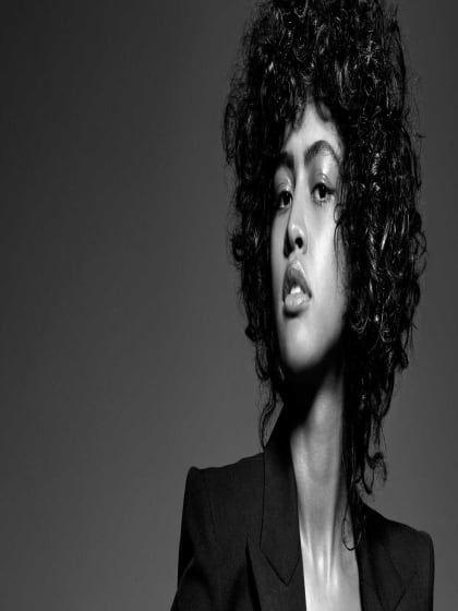 Locken Shampoo: 5 Produkte für mehr Sprungkraft ✓ Pflegetipps lockige Haare ✓ silikonfreie Pflege ✓ trockene Spitzen vermeiden✓ – Alle Infos hier finden »