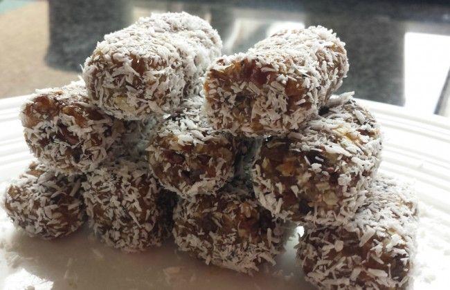 Gezonde snack: chocokoko's van dadels en kokosrasp