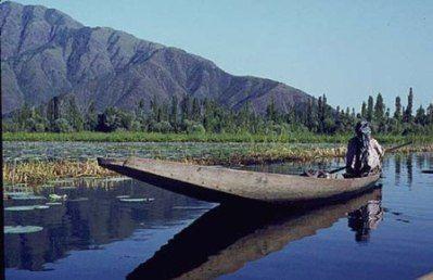 Kashmir Tourism Down By 55 per cent Post Floods - http://www.easydestination.net/blog/item/kashmir-tourism-down-by-55-per-cent-post-floods