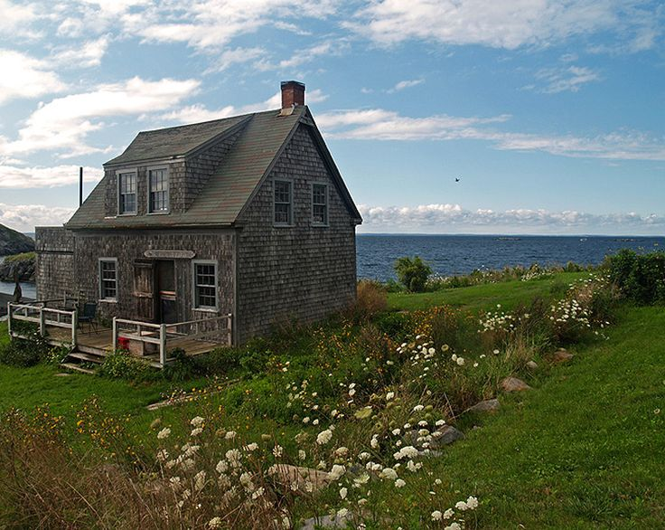 a little cottage by the sea, on Monhegan Island in Maine.. excuse me while I become nature's beloved and betrothed to the amazement & beauty it ignites in my heart.