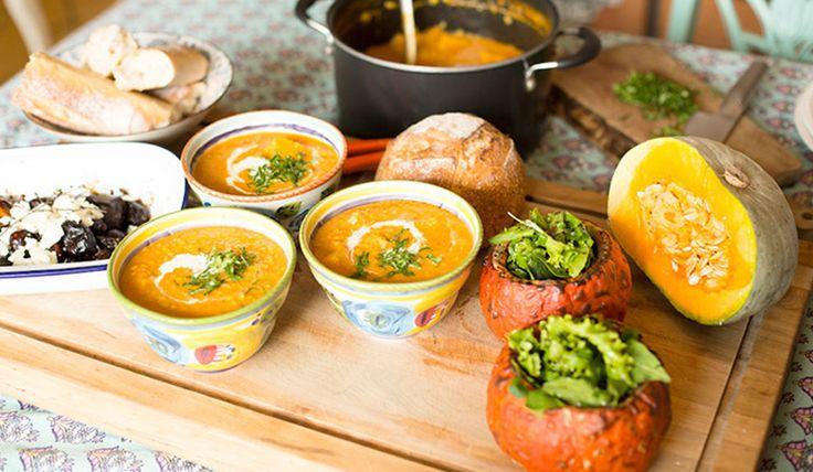 Sopa de lentejas con tomate, zapallo asado y curry
