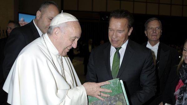 Papa Francisco y Terminator se reunieron en el Vaticano (fotos)