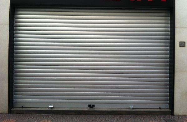 Instalamos y reparamos todo tipo de persianas, puertas industriales, automatismos... cerrajerosencalpe.com