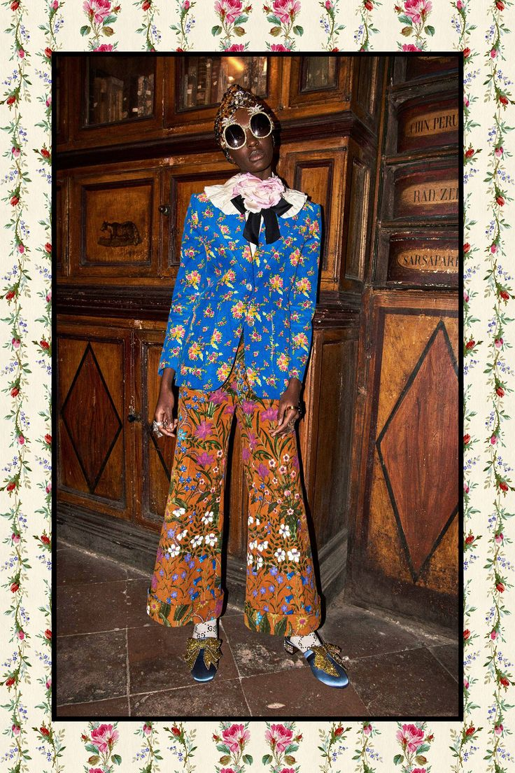 See the complete Gucci Pre-Fall 2017 collection.