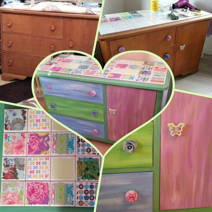Meine TV-Kommode. Ich habe sie mit Geschenkpapier, meinen selbstgemachten Möbelknöpfen und Farbe zu einem Gute-Laune-Möbel umgestylt.