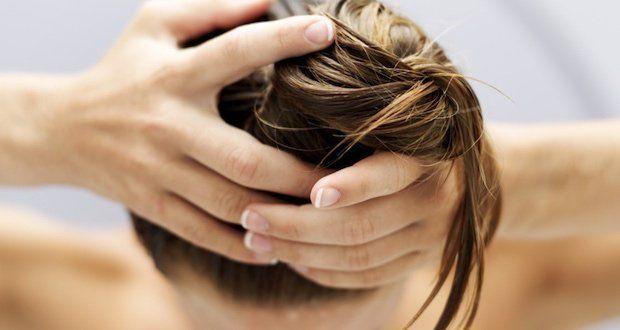 Pour stimuler la pousse de cheveux, il faut adopter un régime alimentaire sain et équilibré. Pour qu'ils poussent encore plus vite, suivez ces conseils.                                                                                                                                                     Plus