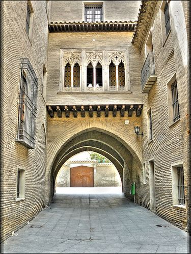 Arco del Deán de La Seo de Zaragoza. Imagen de la guía de turismo y cultura de Zaragoza de Moobit