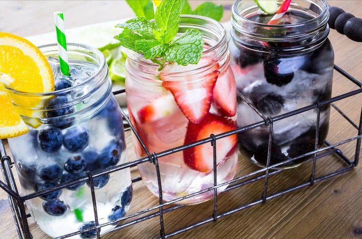 8 receitas de águas saborizadas para se refrescar no verão