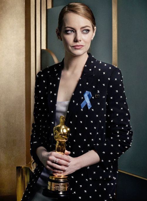 Emma Stone photographed by Mark Seliger. Pinned by @lilyriverside