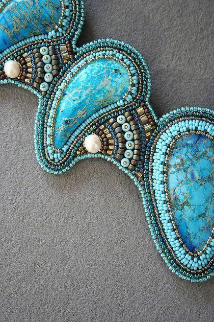 Купить или заказать комплект 'Адриатика' в интернет-магазине на Ярмарке Мастеров. Комплект из колье и браслета оригинальной формы.