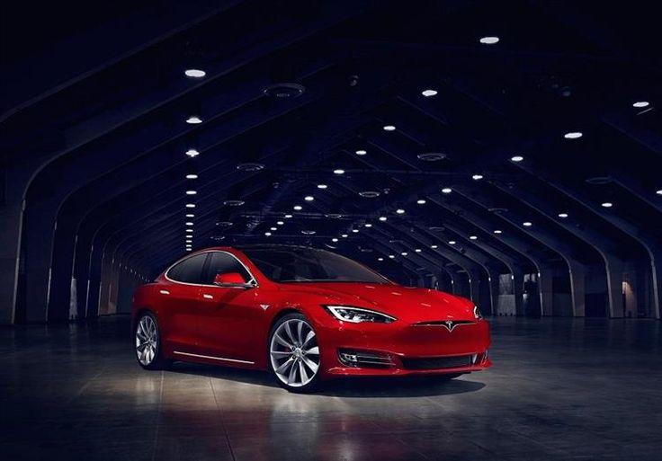 Lancée en 2012, la star des voitures électrique s'offre un léger restylage de mi-carrière en adoptant la calandre avant des Model X et 3