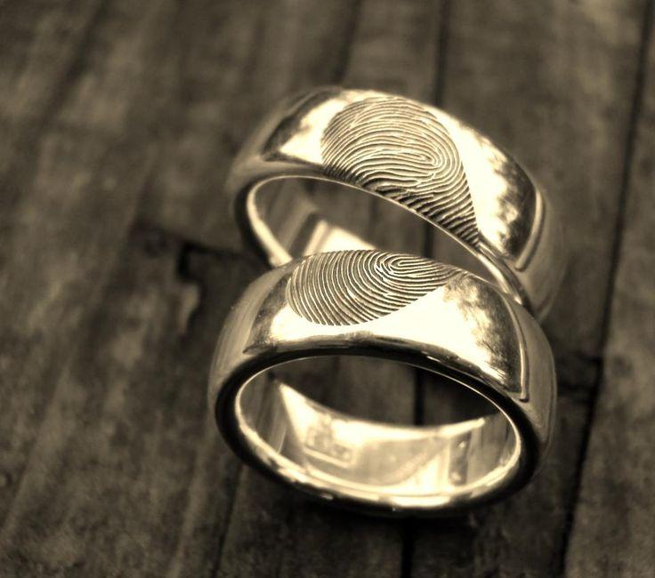 zelf ontworpen trouwringen, een vingerafdruk van jou en een van mij, samen 1 ♥ huwelijk met hans hilgerink 18-05-2012