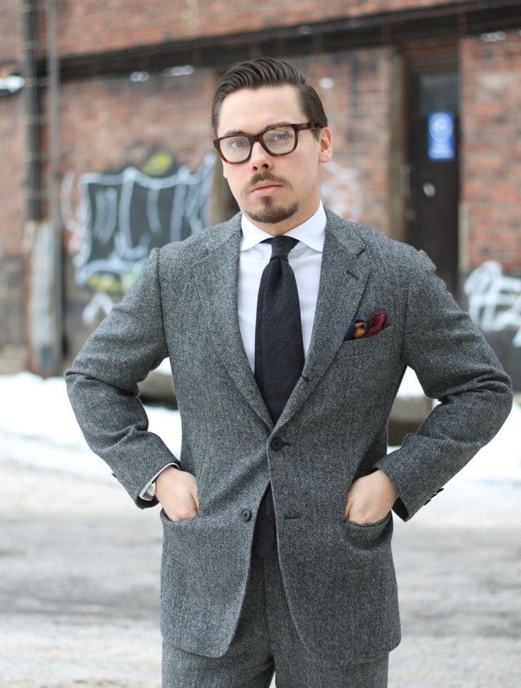 gray-uniqlo-herringbone-wool-suit-with-wool-tie