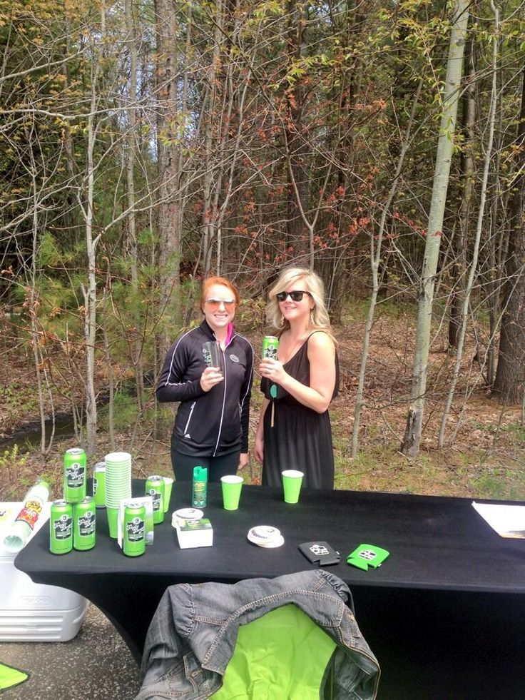 Free golf & free beer @Taboo Resort, Golf & Spa today! What a perfect way to spend the holiday! #golfsbeer @Triple Bogey pic.twitter.com/xFboIgKafB