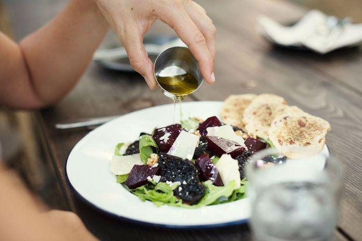 In jeden Salat gehört auch eine kleine Portion Öl. Warum das für unsere Gesundheit wichtig ist, erfährst du in meinem neusten Artikel.